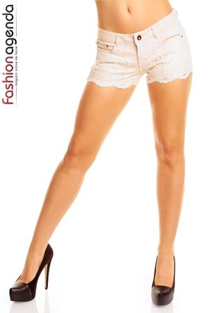 Pantaloni Scurti Ivoire cu dantela aplicata in partea din fata Ginny