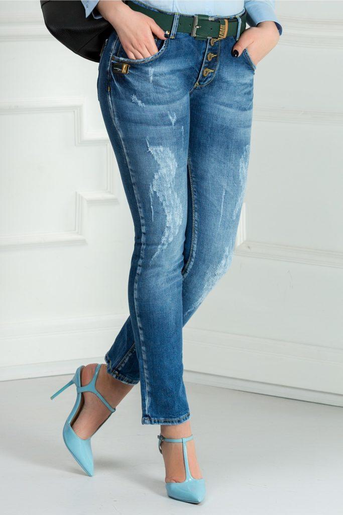 Jeansi skinny albastri cu inchidere cu nasturi ce iti pun in evidenta stilul casual elegant Siri