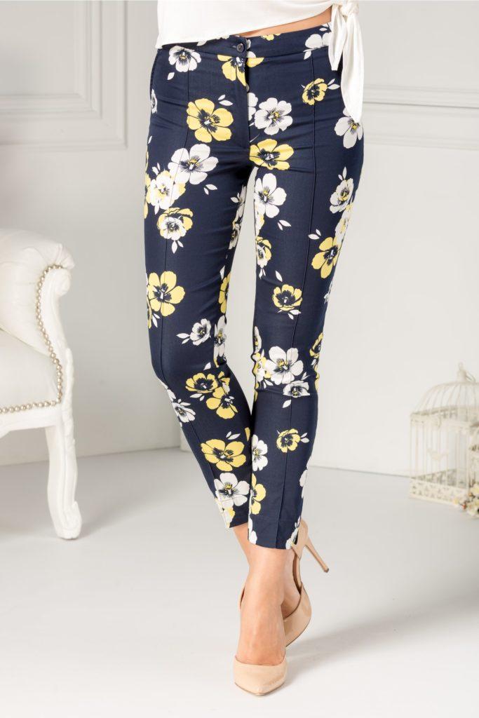 poze noi preț competitiv 100% autentic Pantaloni bleumarin eleganti de dama cu croiala conica si imprimeu floral  deosebit cu flori galbene Ladonna – Pantaloni.talya.ro