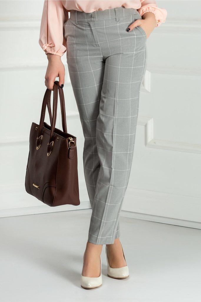 Pantaloni stil pana din stofa eleganta in carouri in nuante de gri Xara