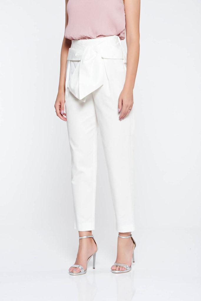 Pantaloni albi eleganti fabricati din bumbac neelastic cu o tinuta perfecta