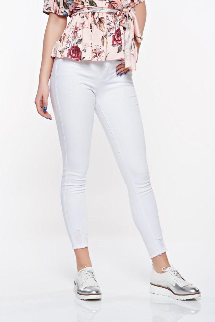 Blugi skinny albi cu talie medie din bumbac elastic cu lungimea pana la glezna cu rupturi la capete SunShine