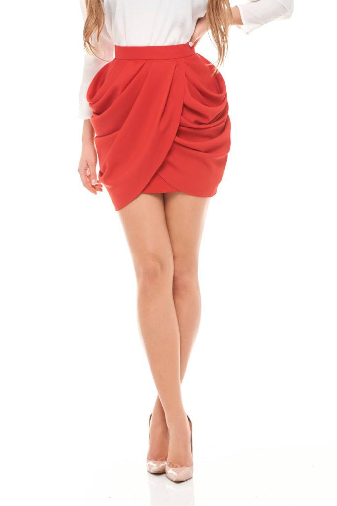 Fusta de seara rosie eleganta scurta cu croi special potrivita pentru ocazii speciale Ana Radu
