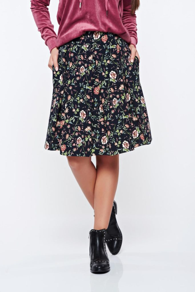Fusta neagra de ocazie in clos din material usor elastic cu print-uri florale delicate PrettyGirl