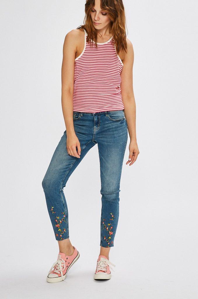 Jeansi albastri skinny moderni pentru dama Jacqueline de Yong originali de calitate superioara din denim elastic cu marginile nefinisate
