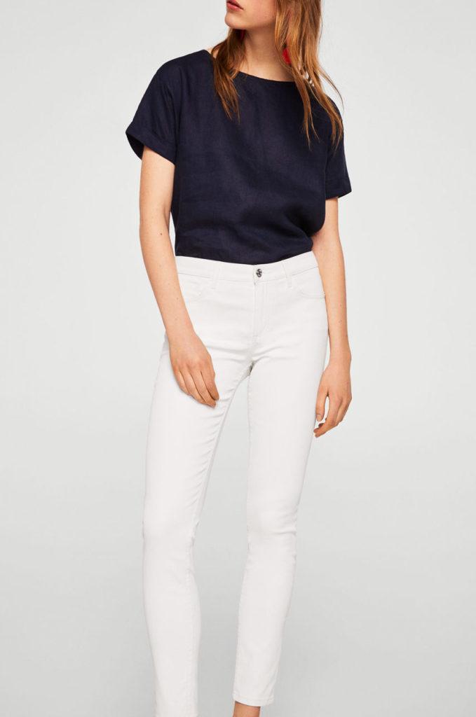 Jeansi albi skinny marca Mango din denim ceruit elastic cu Buzunare oblice si croiala conica