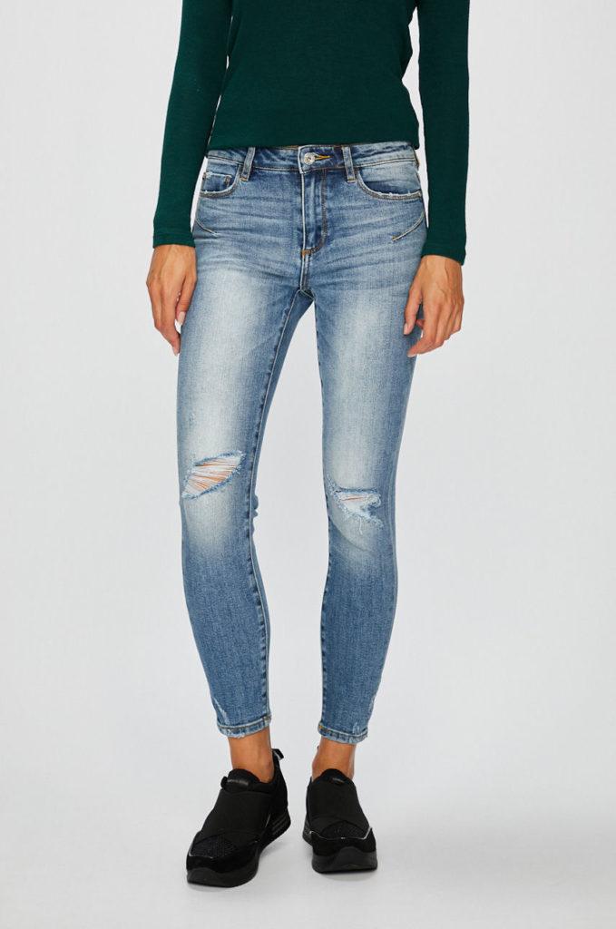 Jeansi albastri cu uzuri decorative din colectia Miss Sixty Bettie cu fason potrivit cu talia regulara din denim abrazat decorativ