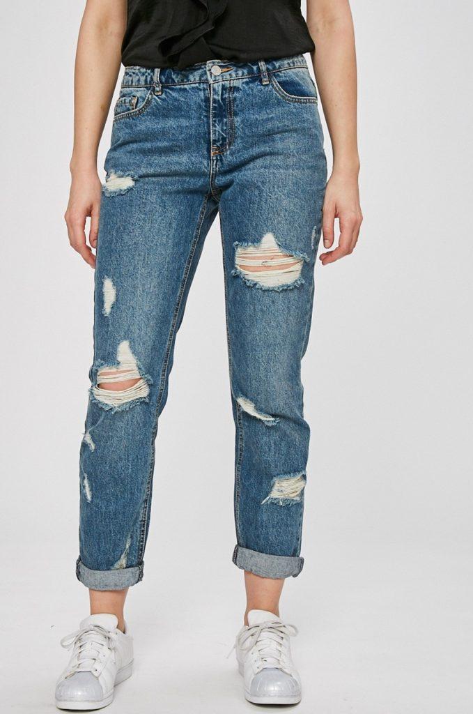 Jeansi albastri boyfriend rupti in genunchi din colectia Missguided din denim de bumbac de calitate premium