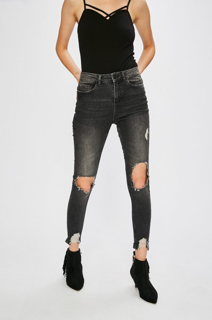 Jeansi mulati negri Noisy May cu talia regulara din material de blug cu rupturi decorative in genunchi si la tiv