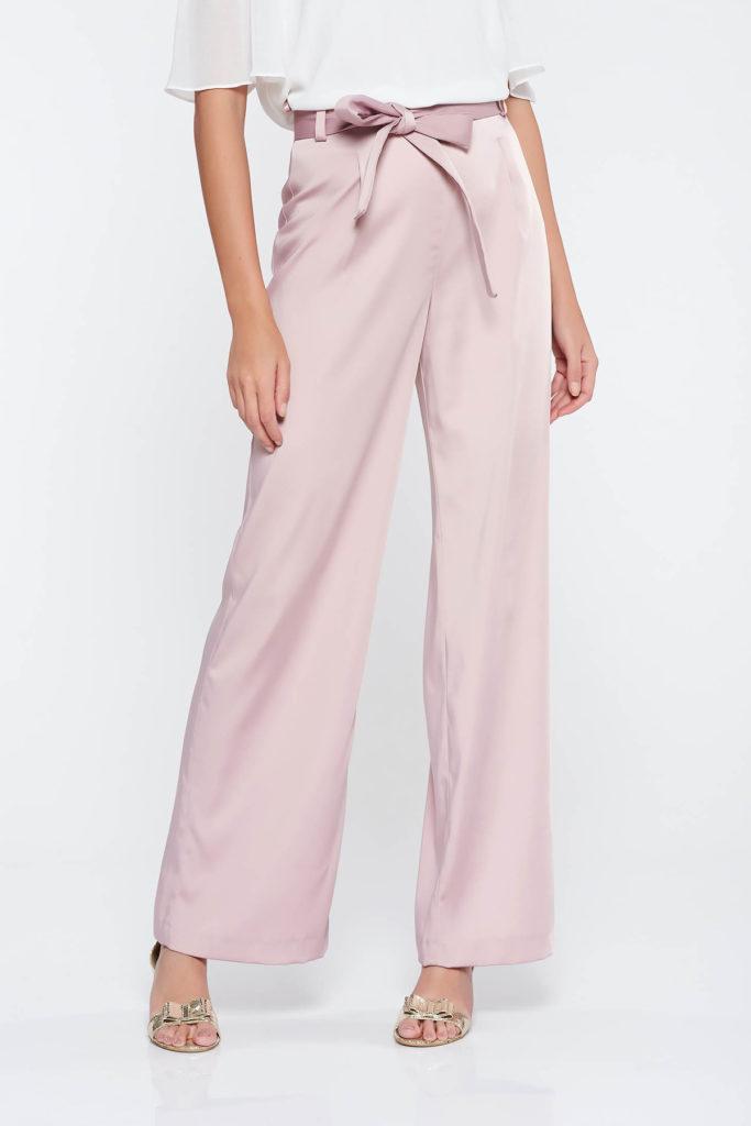 Pantaloni rosa eleganti cu croi evazat si cu talie inalta realizati din stofa usor elastica cu structura usor satinata
