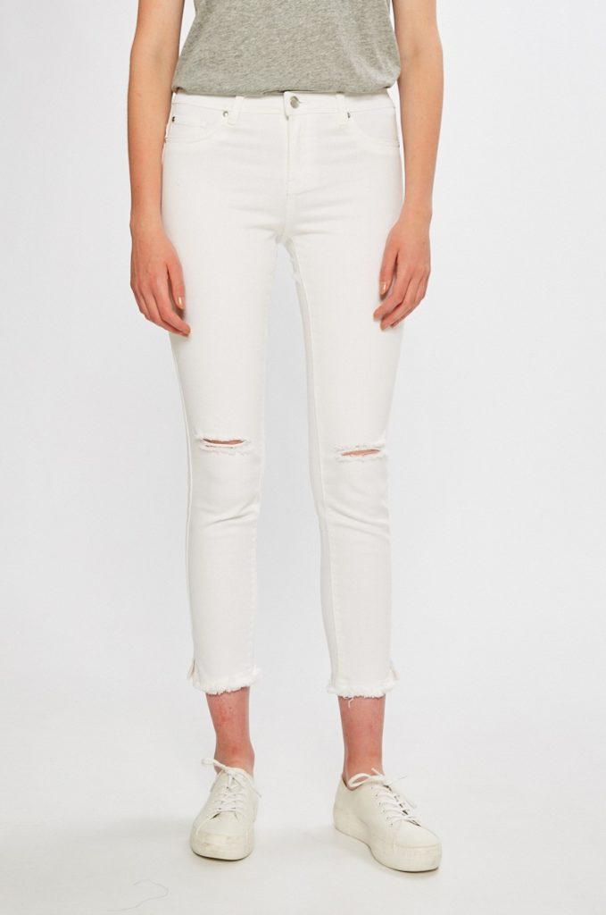Jeansi albi skinny din denim elastic cu crapaturi in genunchi din colectia SH