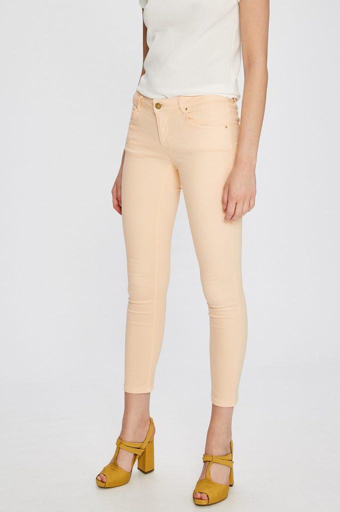 Jeansi piersica originali de calitate marca Silvian Heach Cariacu pentru femei cu fason potrivit din material elastic