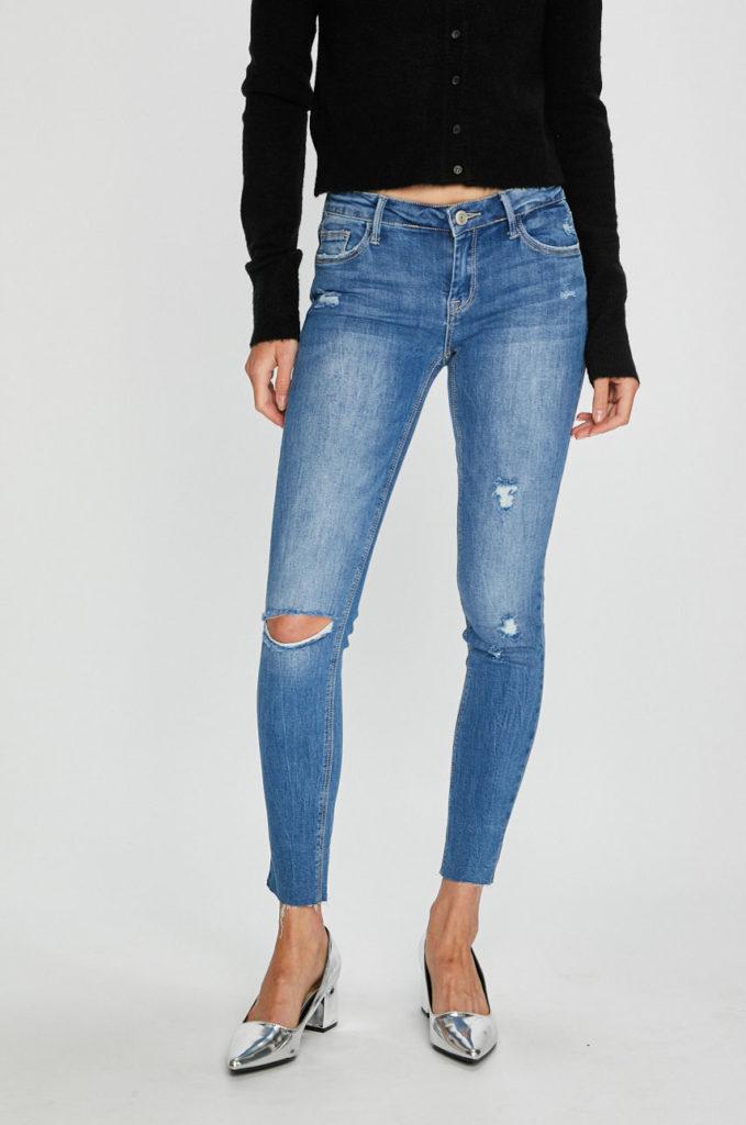 Jeansi originali Tally Weijl albastru deschis cu croiala skinny si talia joasa din denim de calitate cu aspect spalacit