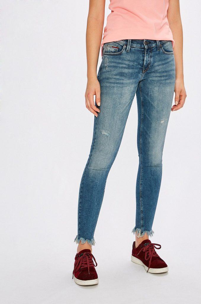 Jeansi de firma albastri originali marca Tommy Jeans pentru femei, modelul Nora cu fason skinny din denim abrazat decorativ