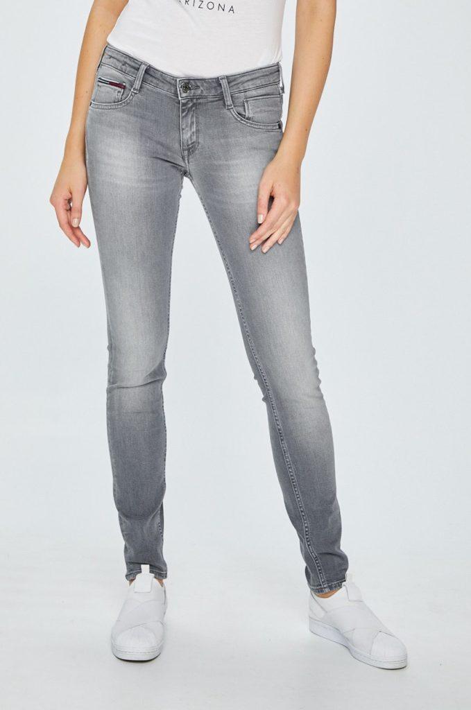 Jeansi casual cu talie joasa marca Tommy Jeans gri cu fason skinny cdin denim abrazat si usor efect elastic