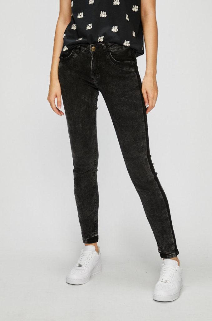 Jeansi negri skinny din colectia Urban Surface Vintage din denim decolorat si usor elastic ce se muleaza pe corp